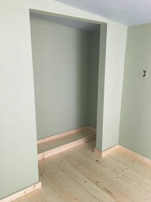 bedroom floor in
